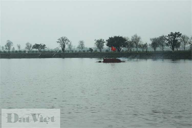 Đến 12h trưa ngày 28/3/2014, tàu Trường Sa vẫn tiếp tục cuộc thử nghiệm kỳ thú này. (Nguyễn Văn Sỹ thực hiện).