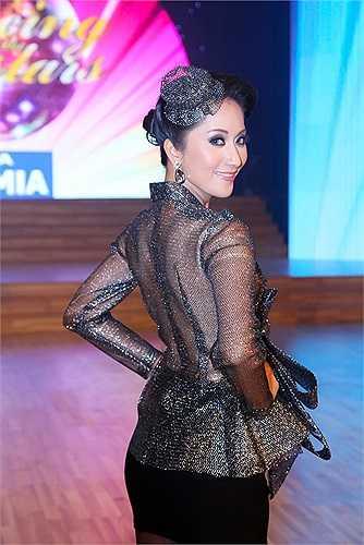 Khánh Thi là mỹ nhân rất chuộng các loại váy xuyên thấu của NTK Lý Quý Khánh.