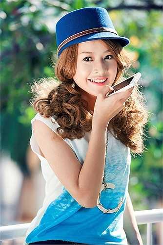 Cô gái trẻ sinh năm 1993 được giới thiệu là một ngôi sao 9X đa tài trong nhiều lĩnh vực ca hát, diễn xuất, người mẫu.