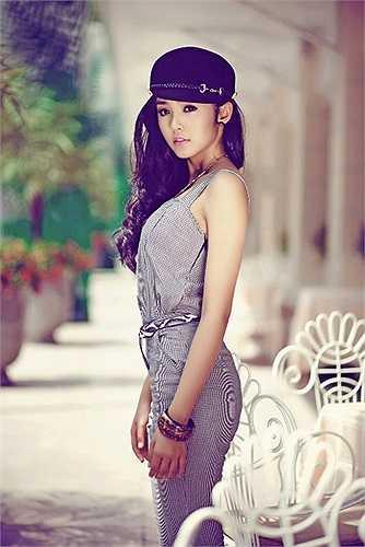 Cuối năm 2010, hàng loạt trang tin giải trí uy tín của Hàn Quốc đưa tin bài về Lê Hoàng Bảo Trân với những cái tít như 'người mẫu tiểu học Việt Nam cao 1m72 – thiên sứ gợi cảm' hay 'sự xuất hiện của người mẫu tiểu học Việt Nam gây sốt