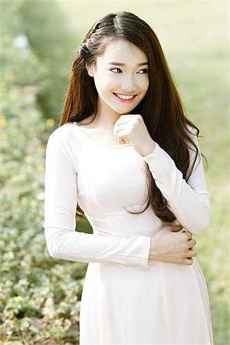Hotgirl 9X Việt Nam được nhắc đến như một ngôi sao trẻ đang lên với nhiều vai diễn thành công. Nhiều trang như Newsen Hàn Quốc, JTBC, Hankooki... đã gọi Nhã Phương là 'top star' tại Việt Nam.