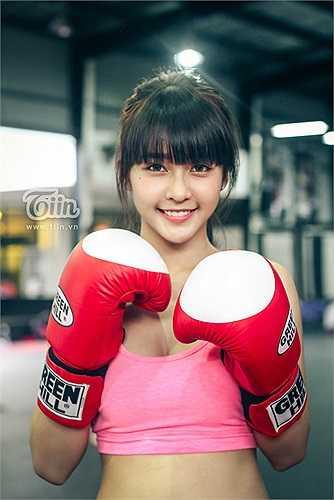 Cô gái sinh năm 1997 này tên thật là Trần Thị Kim Ngân, được xem là đóa hoa trong giới tán thủ. Hotgirl này từng có 9 năm tập luyện đấm bốc.