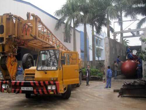 Tàu ngầm chuẩn bị được vận chuyển ra khu hồ thử nghiệm