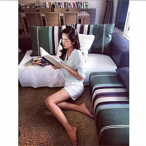Dù đôi chân của Tăng Thanh Hà hiện tại bị chê là gầy guộc nhưng vẫn rất nuột nà và thon dài.