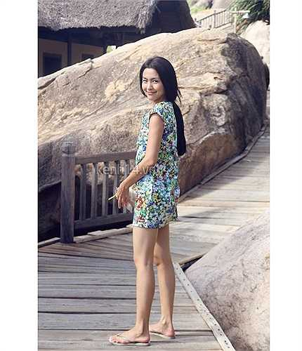 Dù không giày cao gót, đôi chân của Tăng Thanh Hà vẫn rất gợi cảm.
