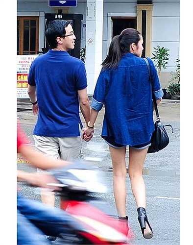 Tăng Thanh Hà nổi bật giữa phố khi diện quần sooc khoe chân dài miên man