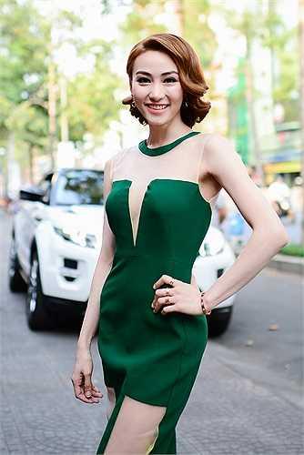 Sau khi nhận được giải quán quân 'Bước nhảy hoàn vũ', Ngân Khánh ngay lập tức tiếp tục gây chú ý khi nhận được lời mời tham dự bộ phim 'Mỹ nhân Sài thành'.