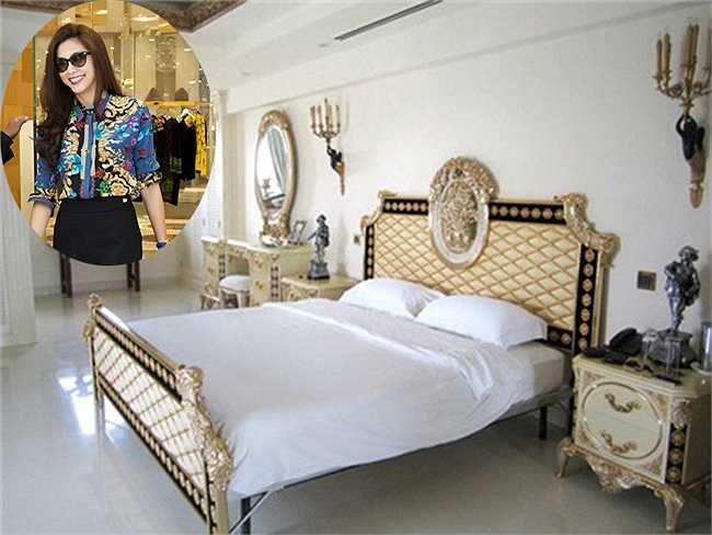 Phòng ngủ bên trong nhà của Tăng Thanh Hà. Cô dọn về sống tại nhà chồng ở ngôi biệt thự tại quận 2, TP HCM.