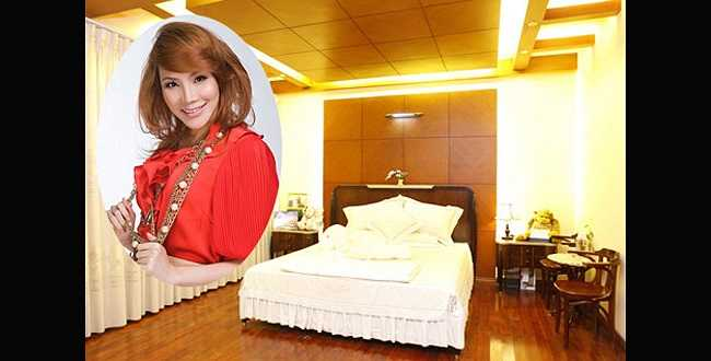 Phòng ngủ của nữ ca sỹ Hồ Quỳnh Hương được bài trí đơn giản.
