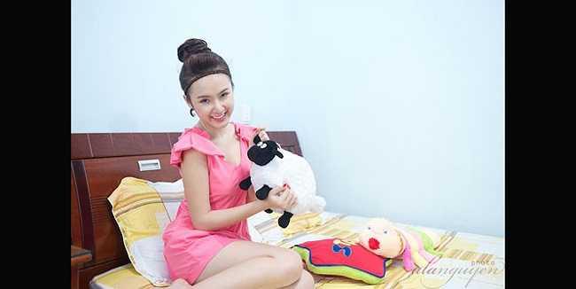 Phương Trinh có một phòng ngủ đơn giản.