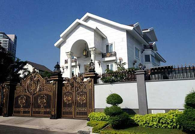 Căn biệt thự nhà chồng Hà Tăng nhìn từ bên ngoài.