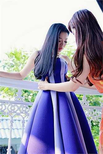 Từng xuất hiện để chúc mừng Thu Phương khai trương cửa hàng thời trang mới cách đây không lâu, Lệ Quyên cho biết cô rất thích các mẫu thiết kế váy dành cho biểu diễn sân khấu, event của Vũ Thu Phương vì nó phù hợp với phong cách trước giờ của cô.