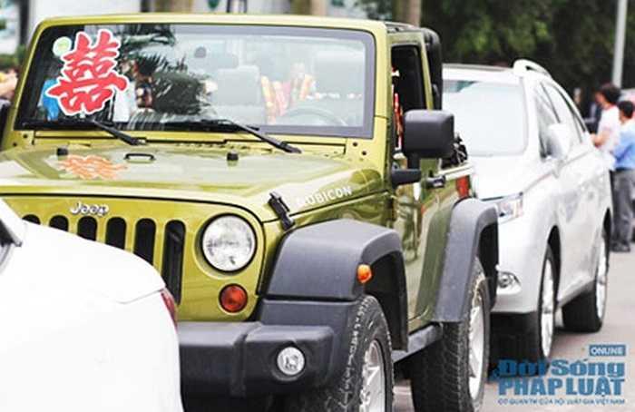 Ngoài 'lính chiến' Jeep Rubicon người anh em Jeep Wrangler Sahara