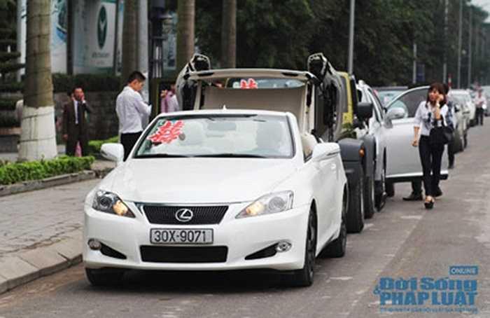 Bản mui trần Lexus IS250C trắng tinh khôi