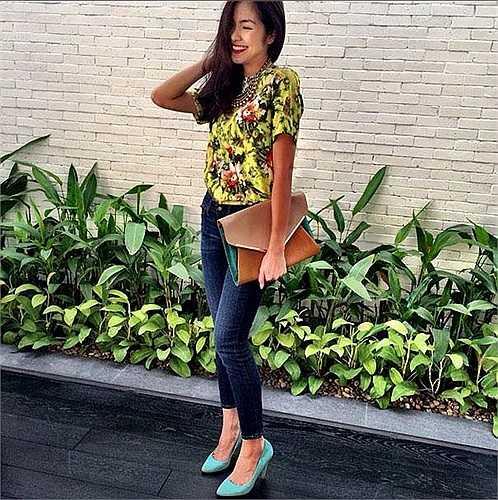 Tăng Thanh Hà nổi tiếng là một mỹ nhân kín đáo trong showbiz Việt. Cũng vì thế mà công chúng thường gọi cô là 'ngọc nữ màn ảnh Việt'. Gương mặt rạng rỡ, nụ cười tươi tắn và mái tóc dài đã làm nên chất thuần Việt cho Hà Tăng, chẳng cần những bộ váy áo sexy.