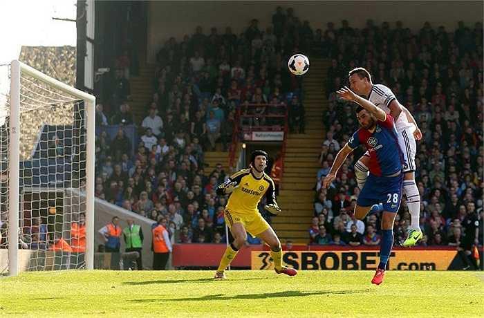 Tuy nhiên, thật bất ngờ khi Crystal Palace lại là đội có bàn thắng duy nhất trong trận đấu này do công của... John Terry bên phía Chelsea