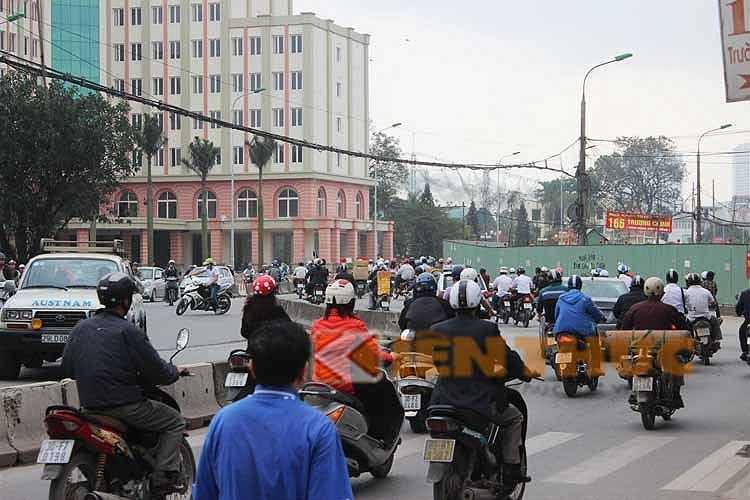 Sau đó, đoạn đường lại bất ngờ cong về phía Bắc, khiến người tham gia giao thông gặp không ít khó khăn.