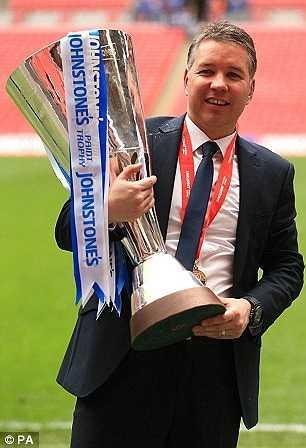 Chung cuộc, Peterborough thắng 3-1 và Darren Ferguson có danh hiệu đáng trân trọng tại sân Wembely.