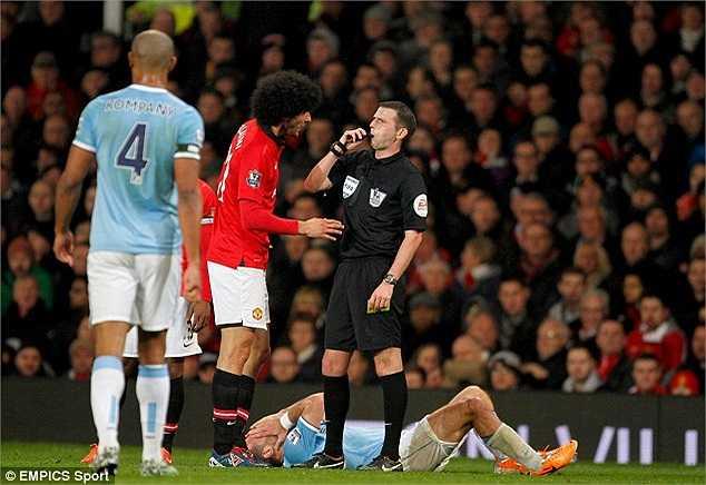 Hiện FA đang cho điều tra và sắp sửa đưa ra án phạt dành cho Fellaini