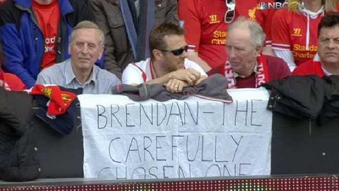 Điều đó trở thành đề tài nhạo báng của fan các đội bóng kình địch. Fan Liverpool treo băng rôn có ý mỉa mai David Moyes: Bredan (Rodgers)- người được lựa chọn một cách cẩn thận