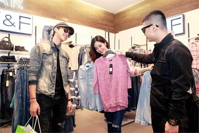 Không những thế, Hà Min cũng được Cường Seven và Alvin Ichi lựa chọn thêm những bộ đồ ấn tượng