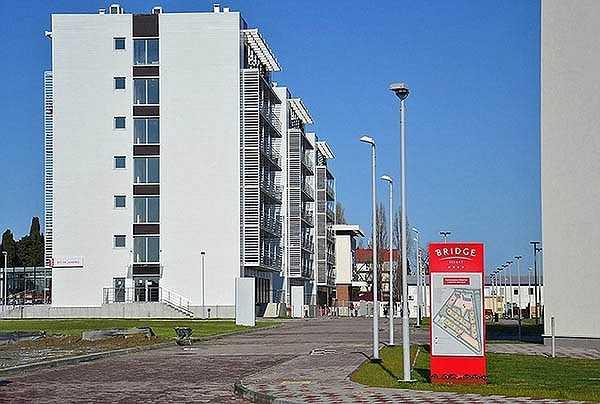 Các khu nhà cao tầng xây lên chỉ để phục vụ cho Olympic. Khi Sochi 2014 kết thúc, chúng bỗng chốc trở thành nhà hoang.
