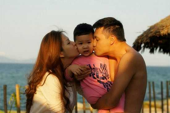 Khải Minh mang nhiều nét đẹp của cả bố lẫn mẹ.