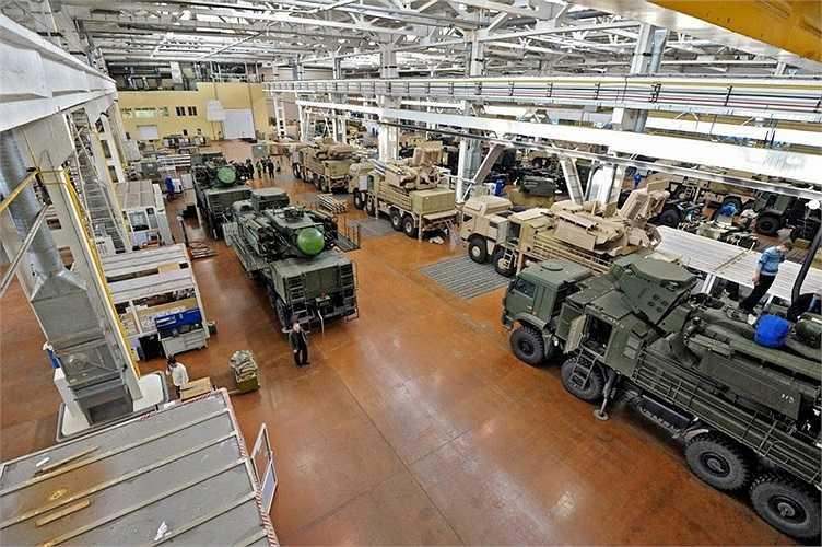 Các loại xe cơ giới được chế tạo bên trong nhà máy