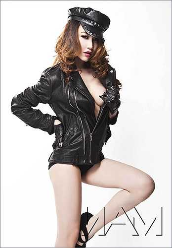 Những hình ảnh này gắn liền với Ngân Khánh, khiến cô được lọt vào danh sách là một trong rất nhiều mỹ nhân 'chuộng' khoe đường cong nóng bỏng.
