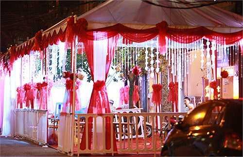 Sau lễ ăn hỏi vào đúng ngày Cá tháng tư, đám cưới của nam ca sỹ Hà thành sẽ được tổ chức vào ngày 5/4 tới.