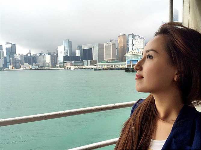 Mai Phương Thúy tận hưởng kì nghỉ ở nước ngoài.