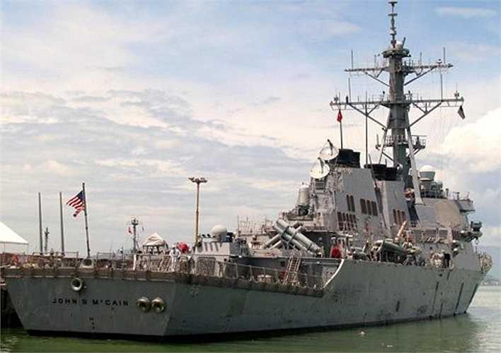 Trong thời gian ở thăm Đà Nẵng, sỹ quan và thủy thủ tàu USS John McCain đã tổ chức một số hoạt động như trao đổi với Hải quân Nhân dân Việt Nam về kinh nghiệm tìm kiếm cứu nạn, kiểm soát sự cố trên tàu; giao lưu văn nghệ, thi đấu thể thao hữu nghị với chiến sỹ Hải quân Vùng C.