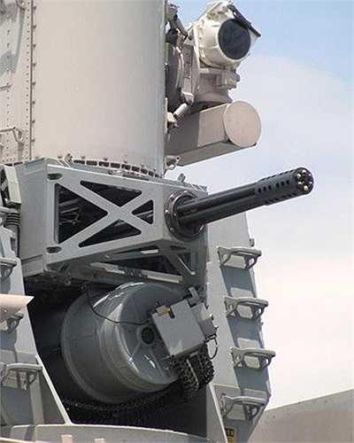 Cận cảnh súng máy được trang bị trước và sau tàu. Ảnh: VNE