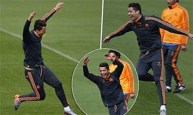 Trong buổi tập chuẩn bị cho trận đấu với Dortmund, Cristiano Ronaldo hí hửng ăn mừng bàn thắng khi ghi được vào lưới... đồng đội