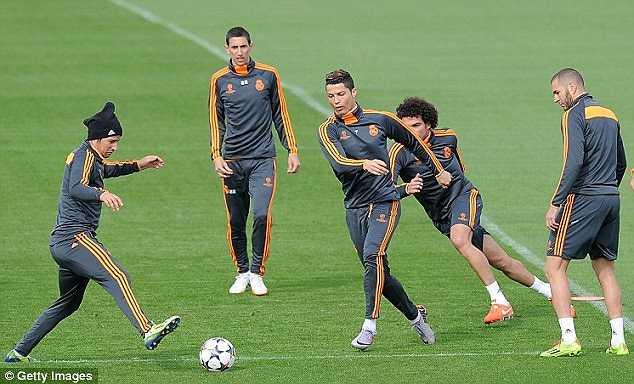 Không khí tập luyện của các cầu thủ Real Madrid tràn ắp những nụ cười