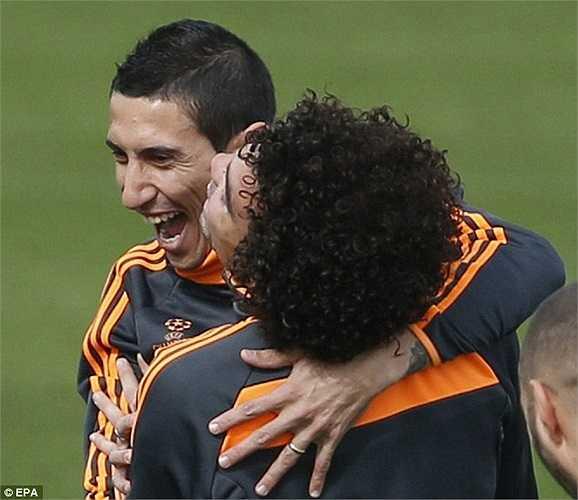 Di Maria khoái chí đùa nghịch cùng Marcelo