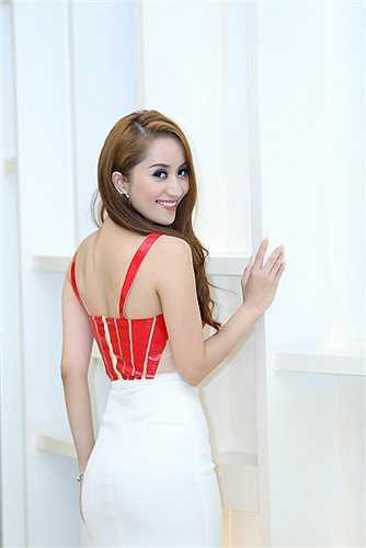 Cô vẫn chuyên tâm vào việc đào tạo các vũ công cho Việt Nam