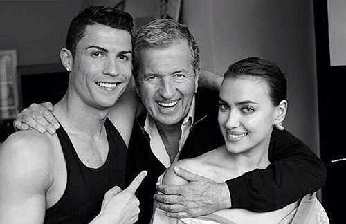 Ronaldo khoe ảnh chụp cùng bạn gái Irina và nhiếp ảnh gia Mario Testino, người thực hiện bộ ảnh của cặp đôi cho tạp chí Vogue phiên bản tại Tây Ban Nha.