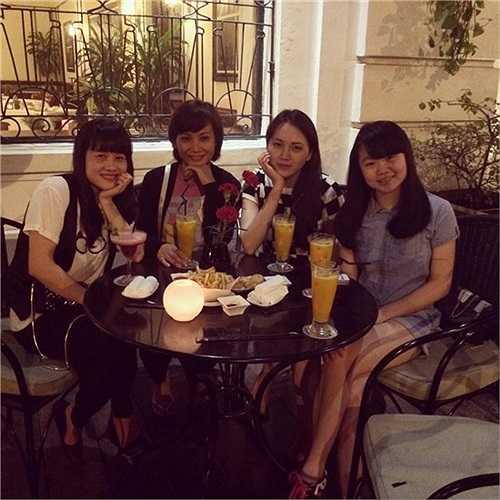 Người đẹp họ Phạm đưa chị đi thăm và thưởng thức món ăn của Hà Nội