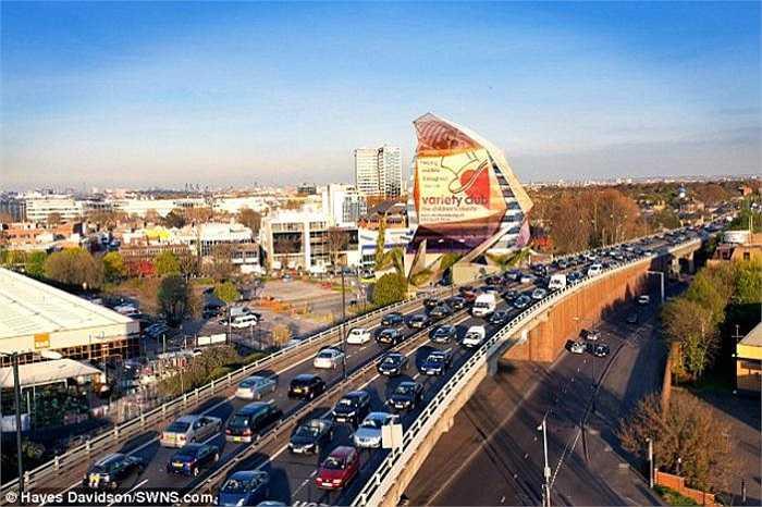 London Octopus sẽ được xây dựng gần ngã tư Chriswick - một trong những điểm giao thông đông đúc nhất nước Anh và thuộc khu giàu có Tây London.