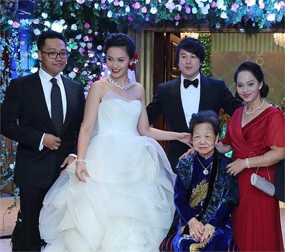 Trương Huệ Vân, vợ Thanh Bùi, thuộc dòng dõi của họ tộc có truyền thống 4 đời làm kinh doanh nổi tiếng đất Sài Gòn.