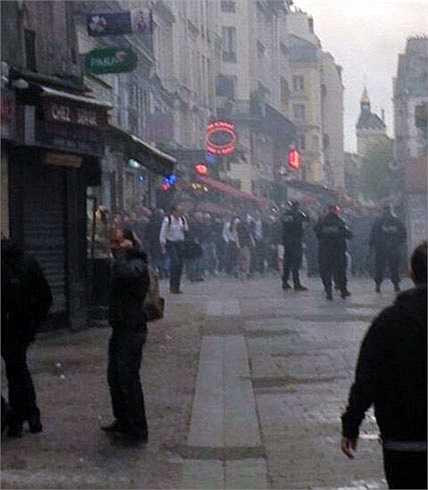 Cảnh sát đã phải rất vất vả để ngăn chặn sự hung đồ từ các hooligan nước Anh
