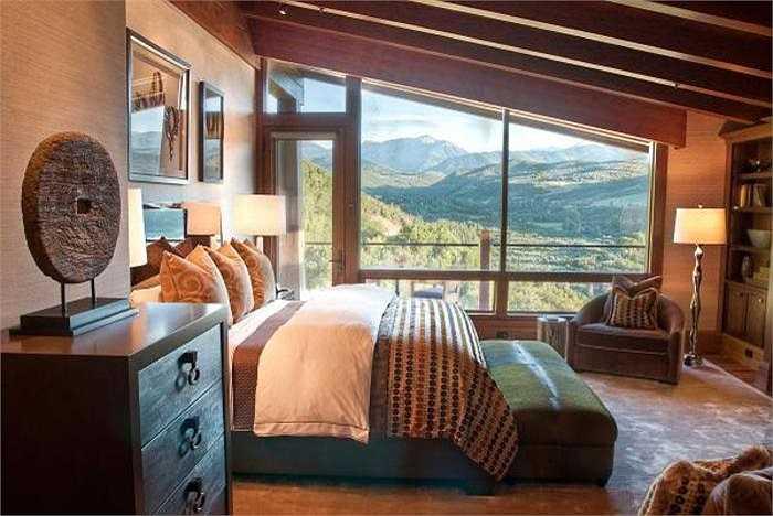 Từ đây, bạn có thể chiêm ngưỡng vẻ đẹp hùng vĩ của dãy núi Rocky Mountains và toàn bộ khu dinh thự xa hoa có phòng ngủ này sẽ thuộc về bạn với mức giá 65 triệu USD.