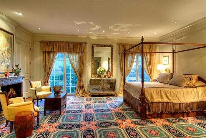 Tầm nhìn từ ban công phòng ngủ tuyệt đẹp ở khu nhà giàu Pacific Heights (San Francisco) có thể khiến bạn ngất ngây nhưng mức giá của nó cũng có thể gây sốc: 24,8 triệu USD.