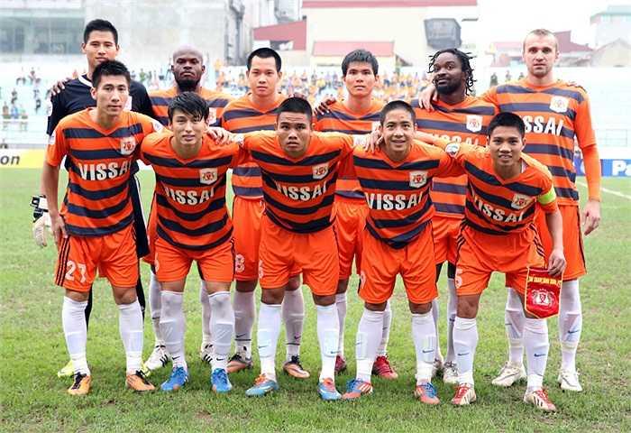 Như thường lệ Văn Quyến không có trong đội hình xuất phát của V.Ninh Bình.