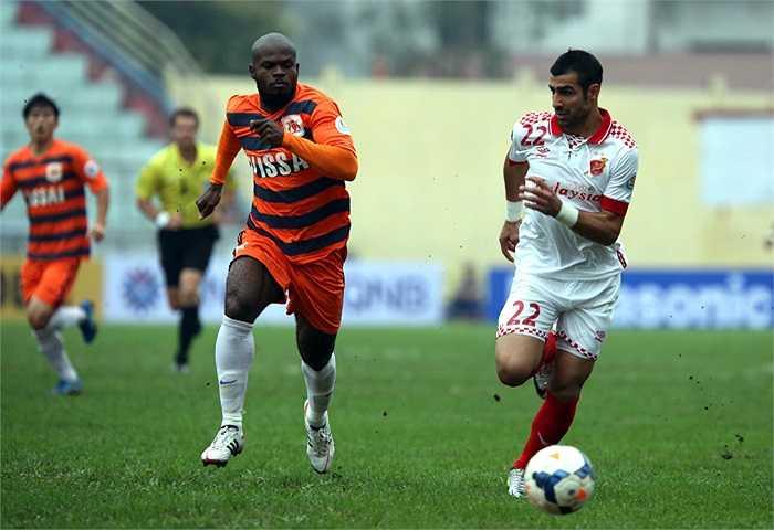 Ninh Bình chơi hoàn toàn lấn lướt đối thủ và sớm có bàn thắng vượt lên ở phút thứ 7 do công của tiền đạo Voinea