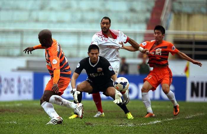 Đầu hiệp 2, đội bóng cố đô Hoa Lư có bàn thắng nâng tỷ số lên 2-0 do công của Anh Tuấn.