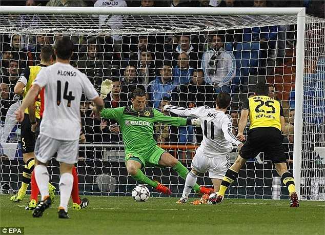 Đối đầu với Dortmund đang sứt mẻ lực lượng trầm trọng, chỉ sau 3 phút bóng lăn, thế thượng phong của Real Madrid đã được cụ thể hóa với pha lập công của Gareth Bale sau đường chuyền hợp lý của Carvajal.