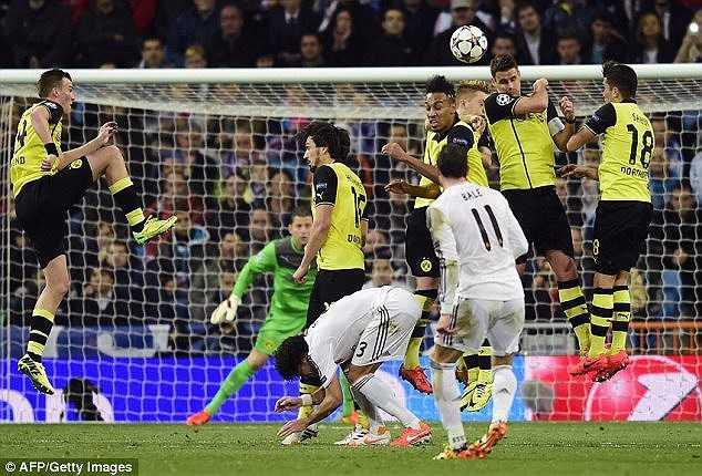 Bale và Ronaldo thay phiên nhau trổ tài thủ thành Weidenfeller bên phía Dortmund