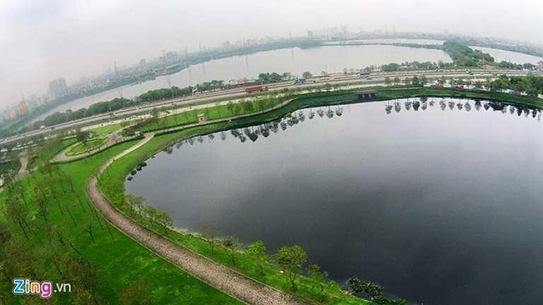 Công viên Yên Sở nằm ở cửa ngõ phía Nam, hai mặt giáp đoạn đầu đường cao tốc Pháp Vân - Cầu Giẽ và đường trên cao vành đai 3.